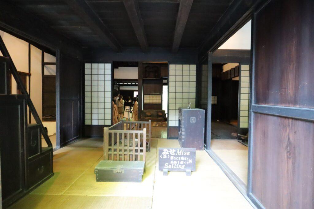 日本民家園の宿場の三澤家住宅みせ