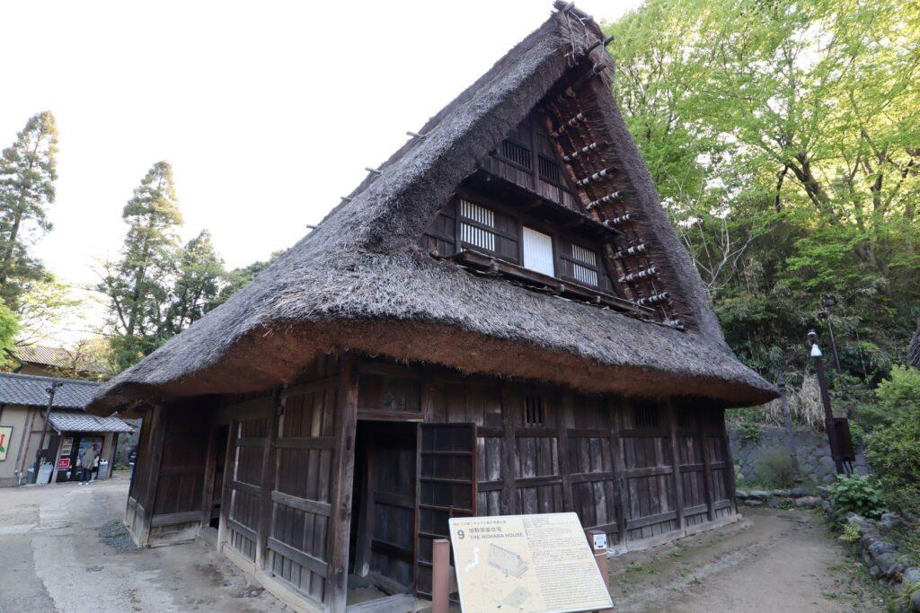 日本民家園の信越の村の野原家住宅外観