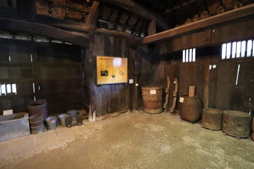 日本民家園の信越の村の野原家住宅土間
