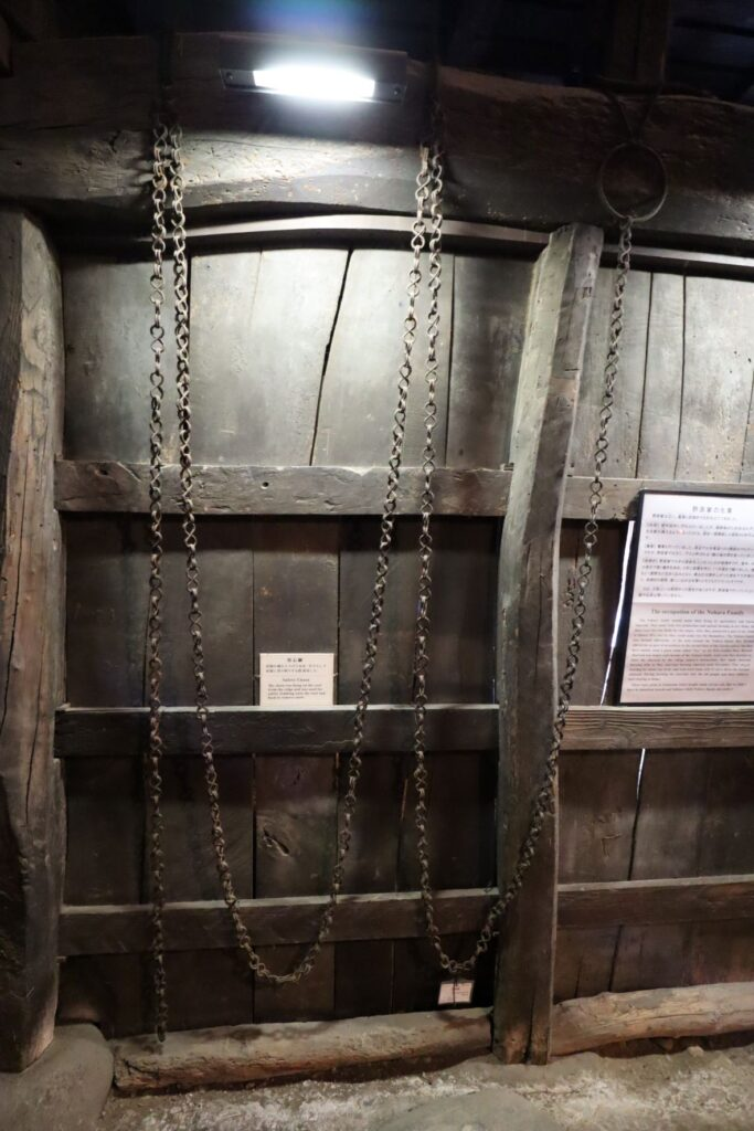 日本民家園の信越の村の野原家住宅にある用心綱