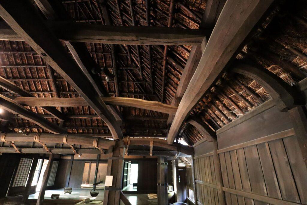 日本民家園の関東の村の太田家住宅チョウナ梁