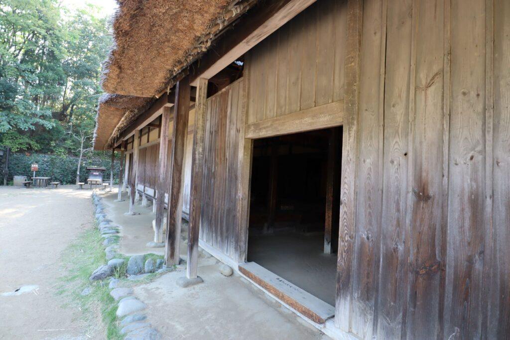 日本民家園の関東の村の作田家住宅入口