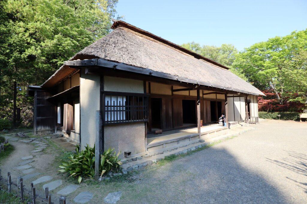 日本民家園の信越の村の佐々木家住宅外観