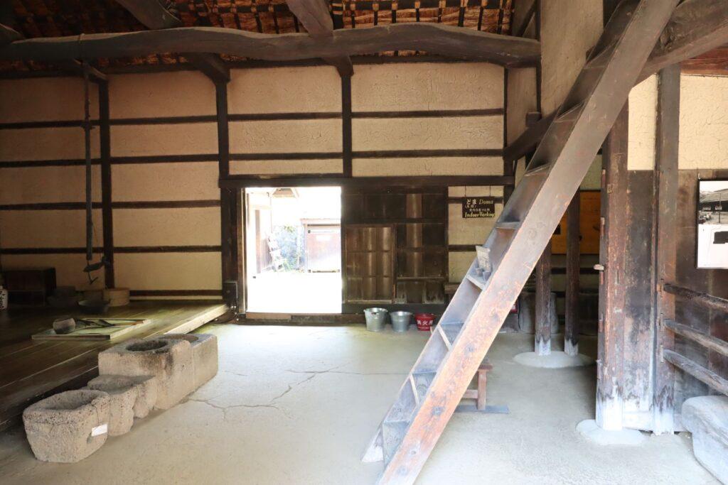 日本民家園の信越の村の佐々木家住宅土間