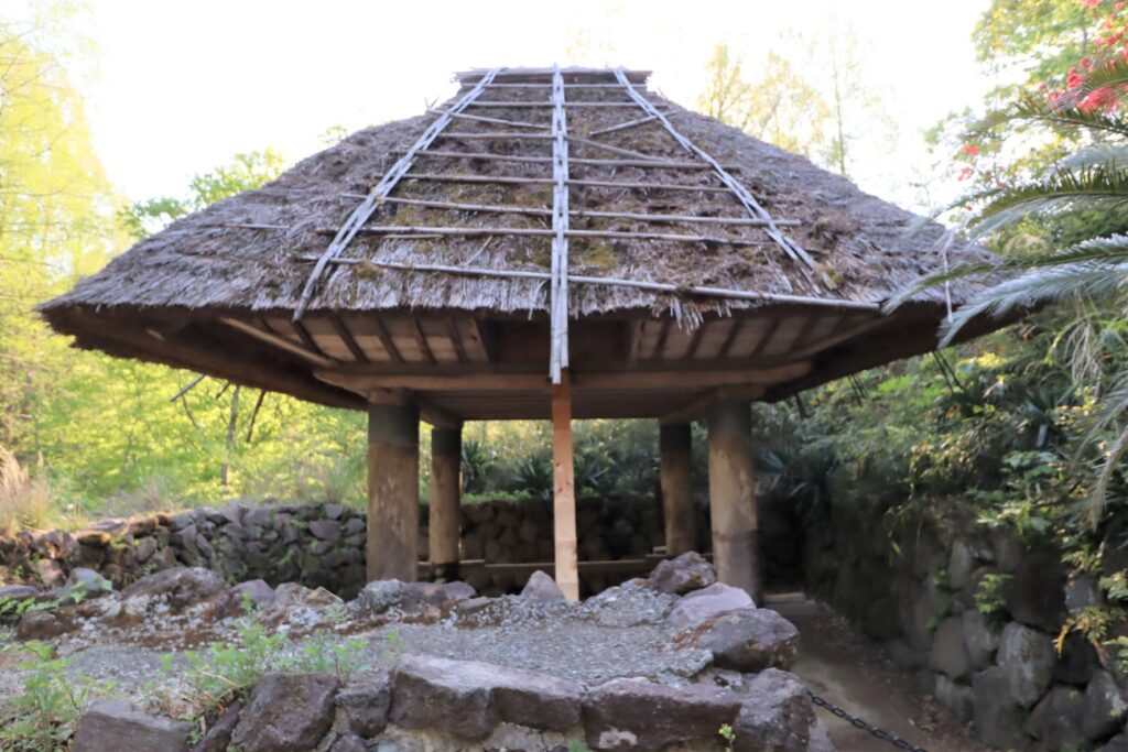 日本民家園の沖永良部の高倉外観