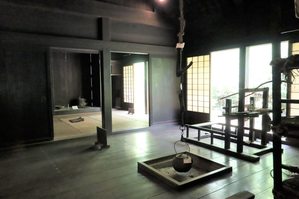 日本民家園の東北の村の菅原家住宅しもで
