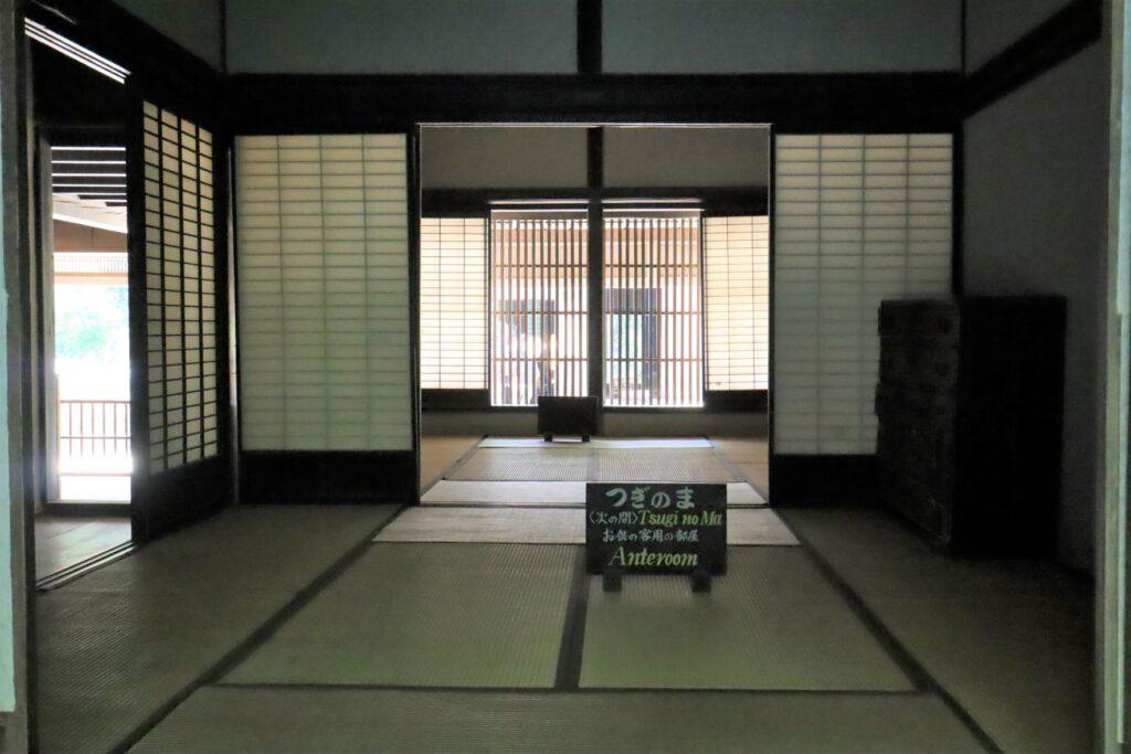 日本民家園の宿場の鈴木家住宅次の間