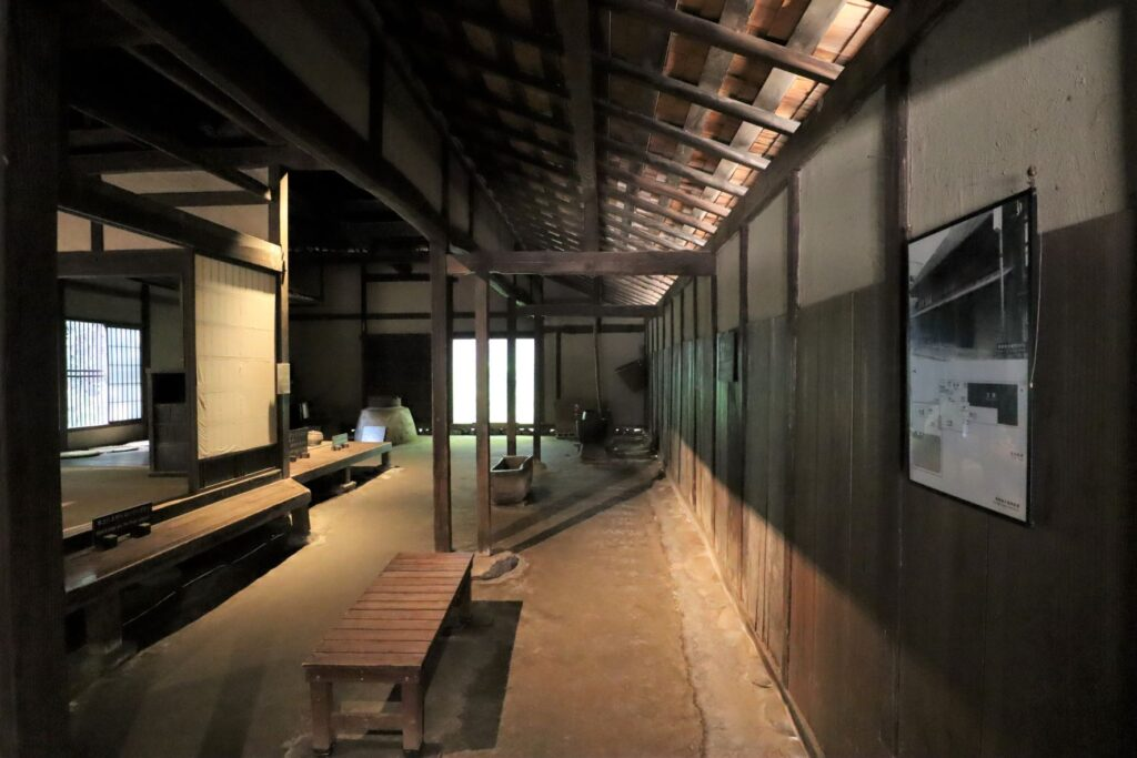 日本民家園の宿場の鈴木家住宅土間