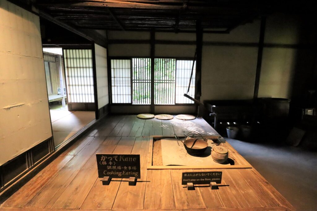 日本民家園の宿場の鈴木家住宅勝手
