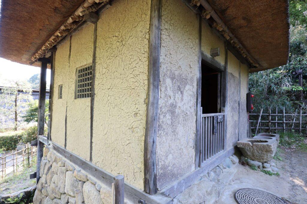 日本民家園の信越の村の水車小屋外観