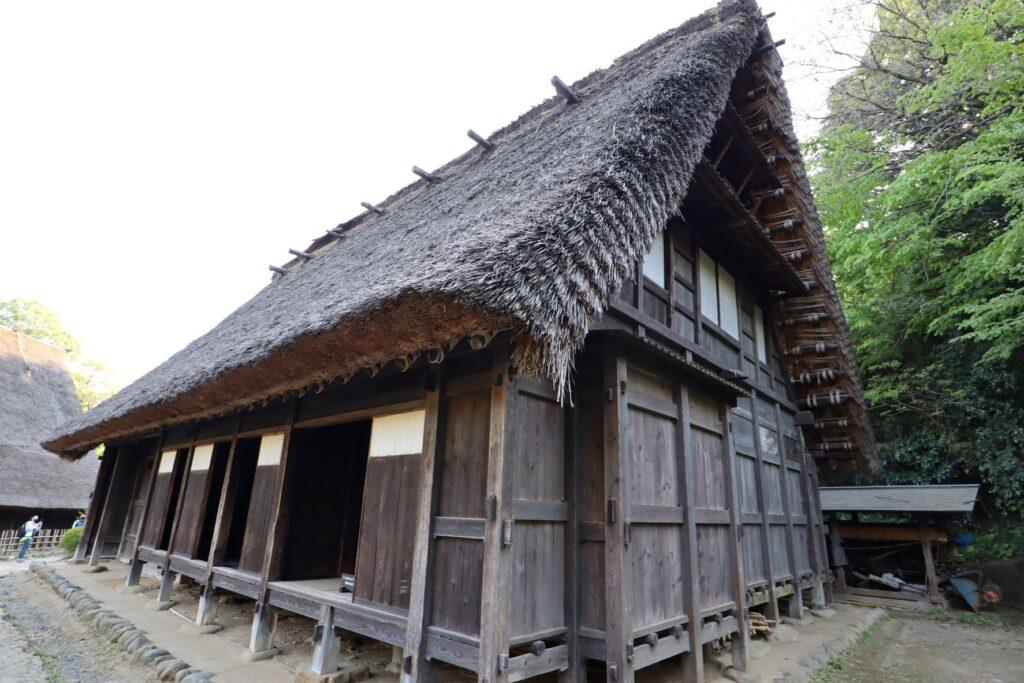 日本民家園の信越の村の山田家住宅外観