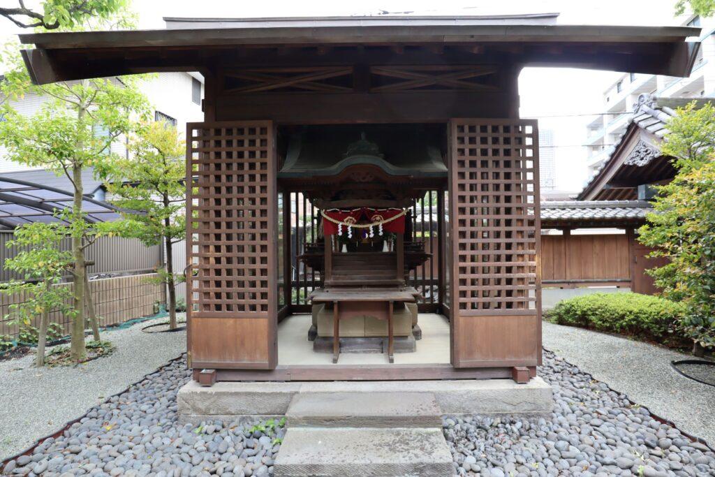陣屋門プラザの原家旧住宅稲荷社