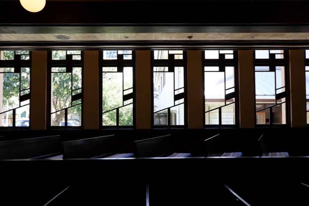 自由学園明日館講堂の窓