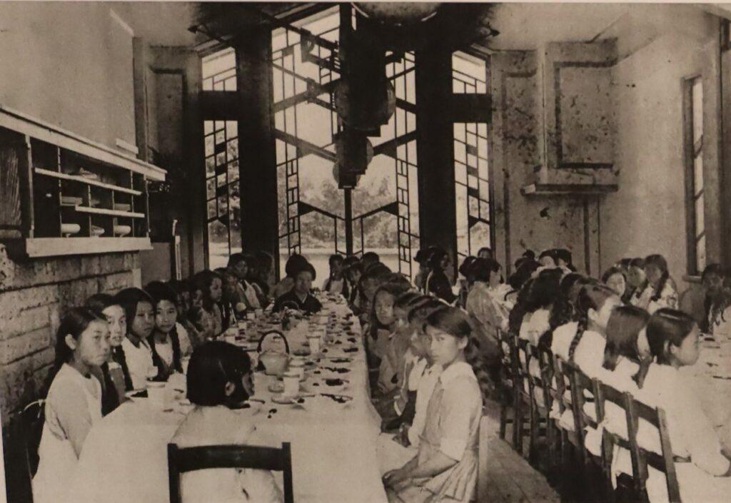 自由学園明日館の食堂の増築前写真