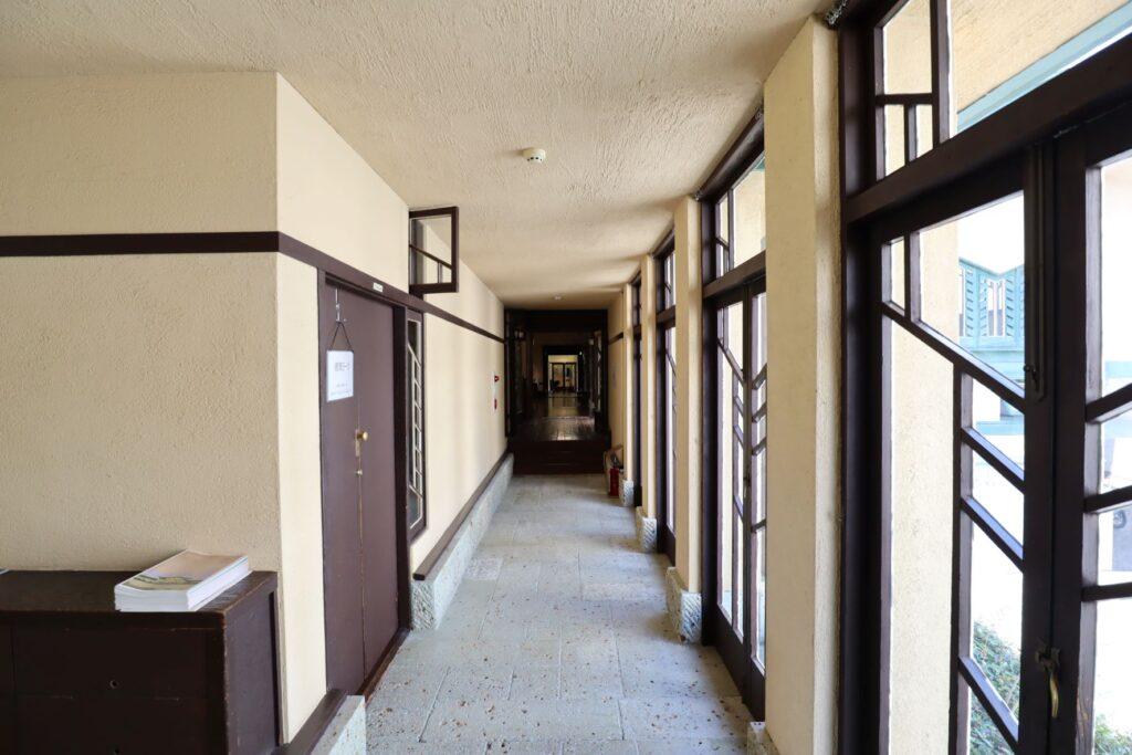 自由学園明日館の廊下