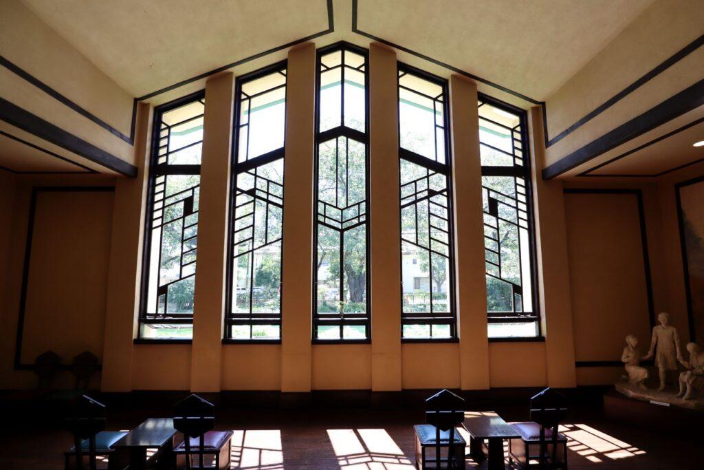 自由学園明日館のホールの大窓