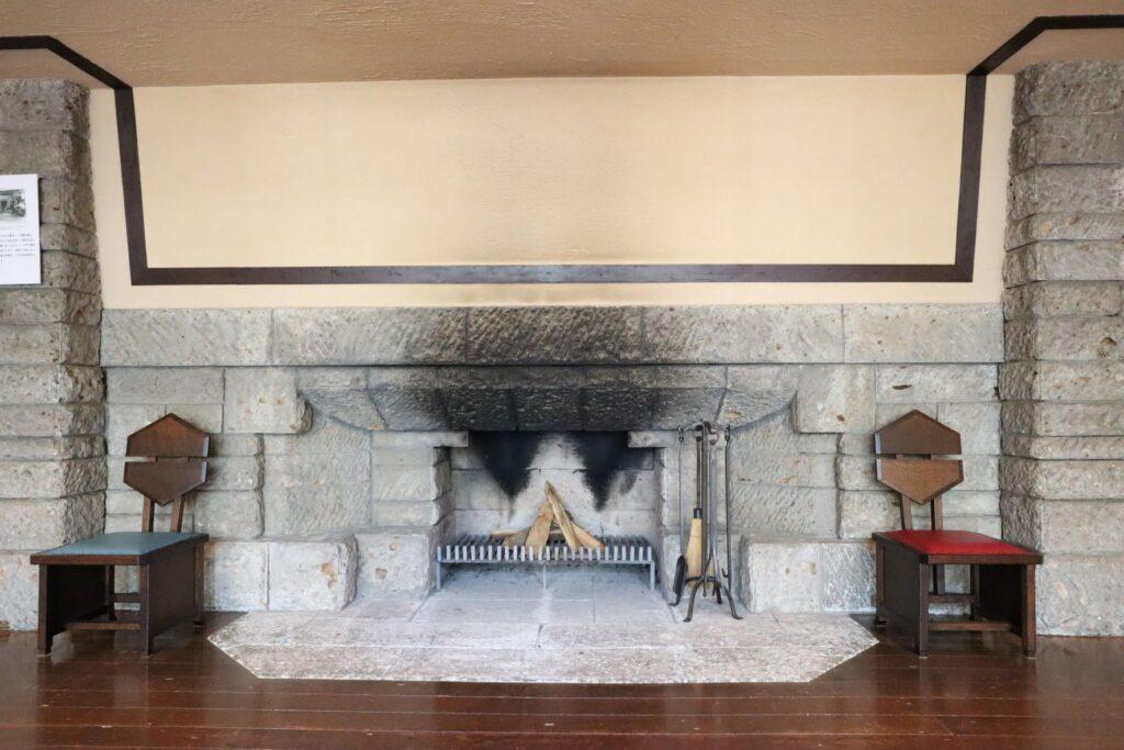 自由学園明日館のホールの暖炉