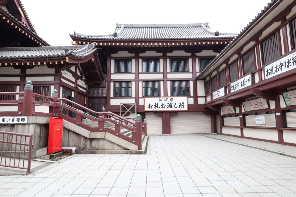 川崎大師の金剛閣