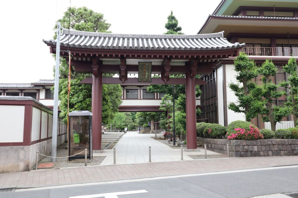 川崎大師の西解脱門
