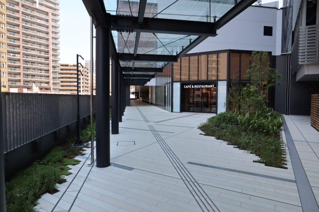 KAWASAKI DELTAの2階歩行者デッキ(多摩川ペイブ)