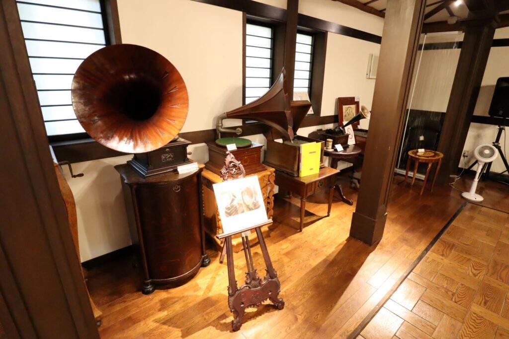 小黒恵子童謡記念館の蓄音機
