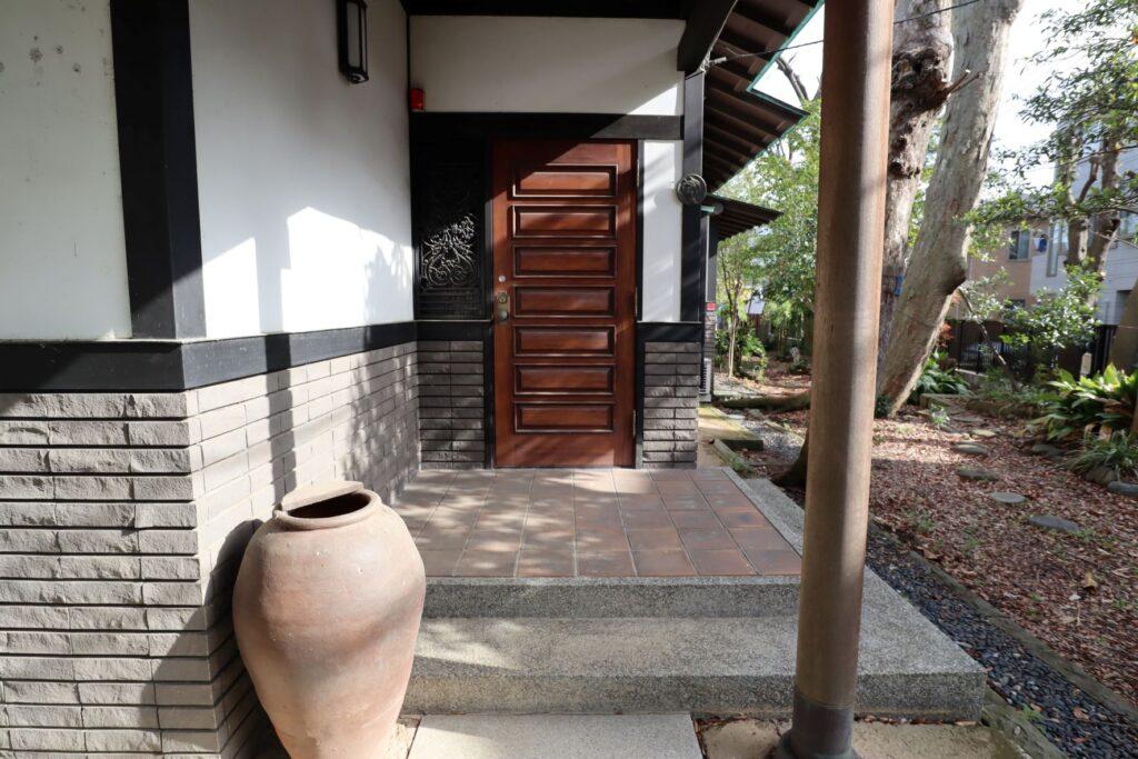 小黒恵子童謡記念館の裏側入口