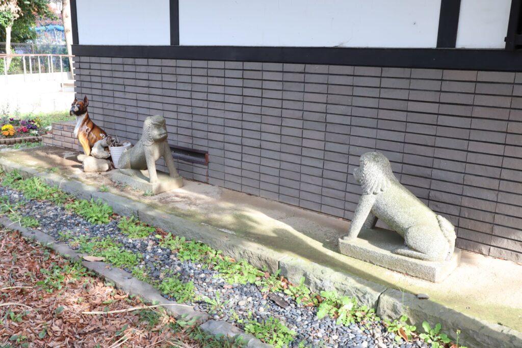 小黒恵子童謡記念館の庭にある置物