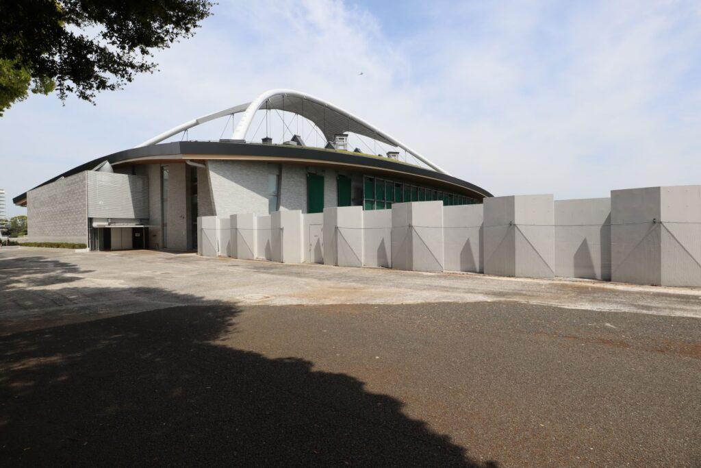 駒沢オリンピック公園屋内球技場外観