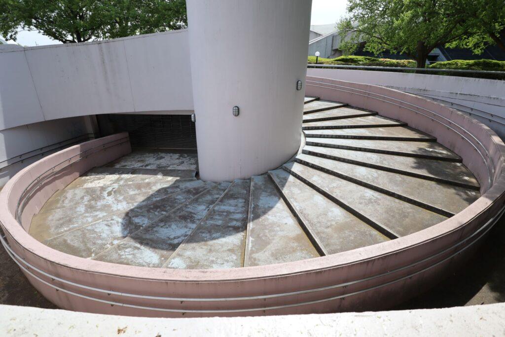 駒沢オリンピック公園体育館の外部螺旋階段