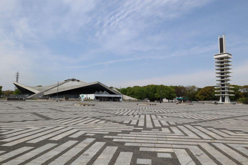 駒沢オリンピック公園オリンピック記念塔と体育館