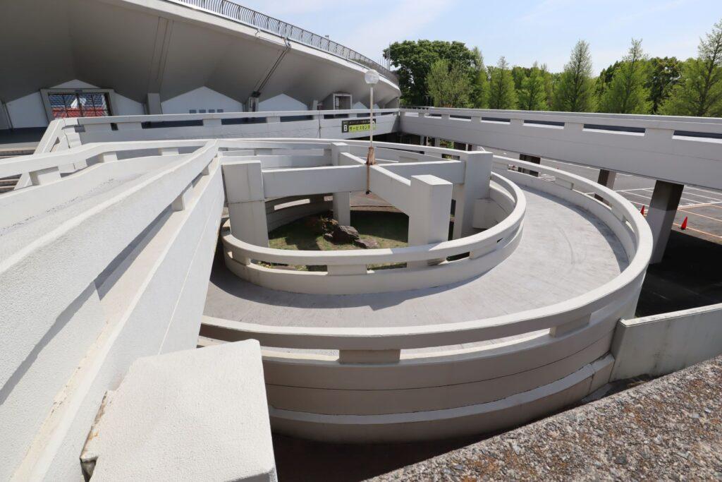 駒沢オリンピック公園陸上競技場のスロープ