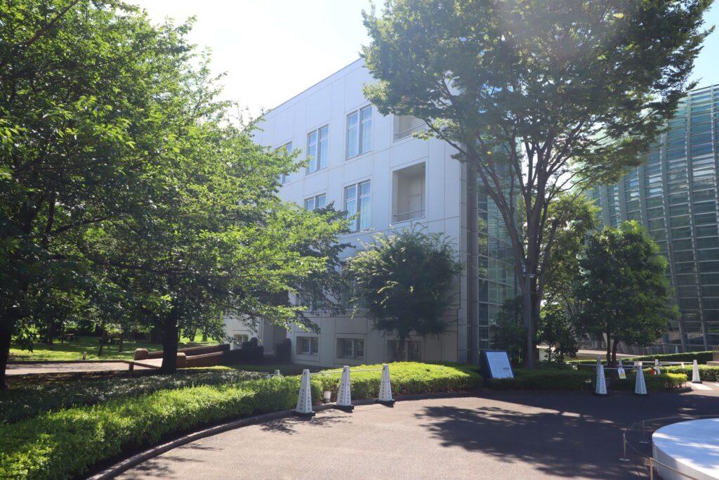 国立新美術館別館の外観
