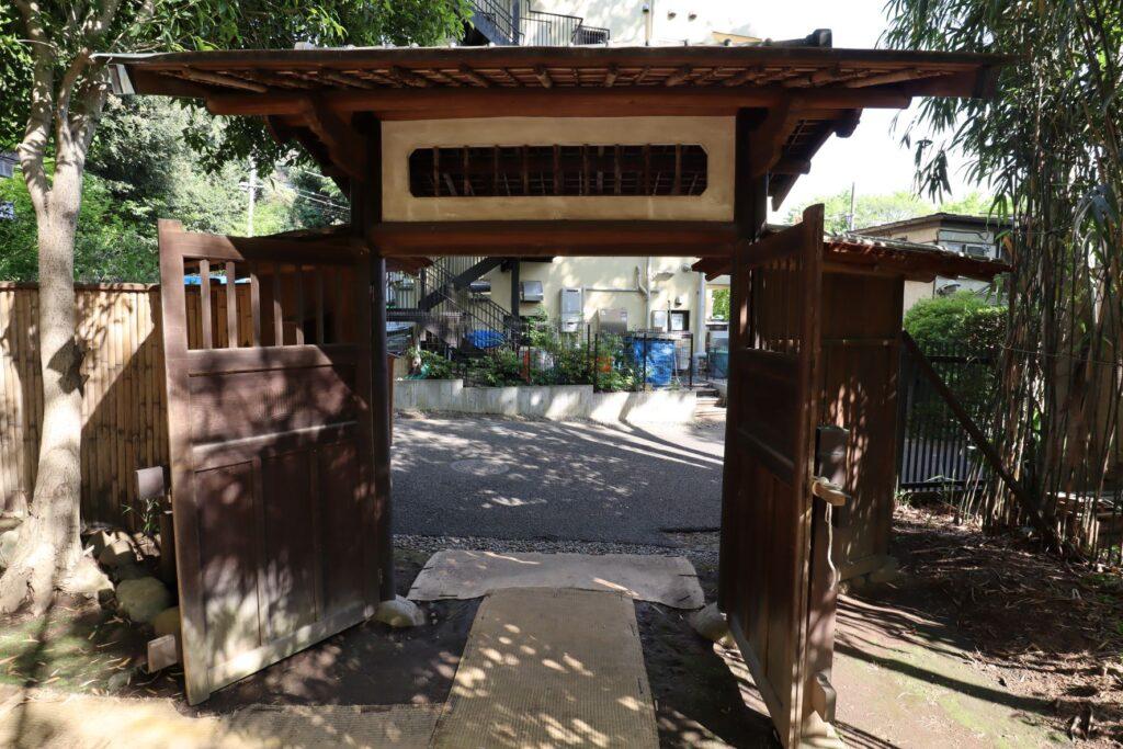 岡本公園民家園の旧横尾家椀木門