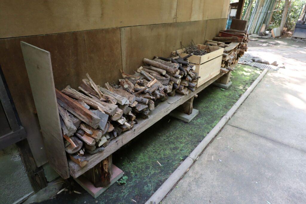 岡本公園民家園の旧長崎家主屋の薪