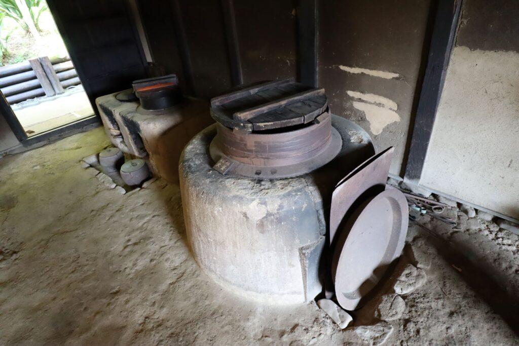 岡本公園民家園の旧長崎家主屋の釜