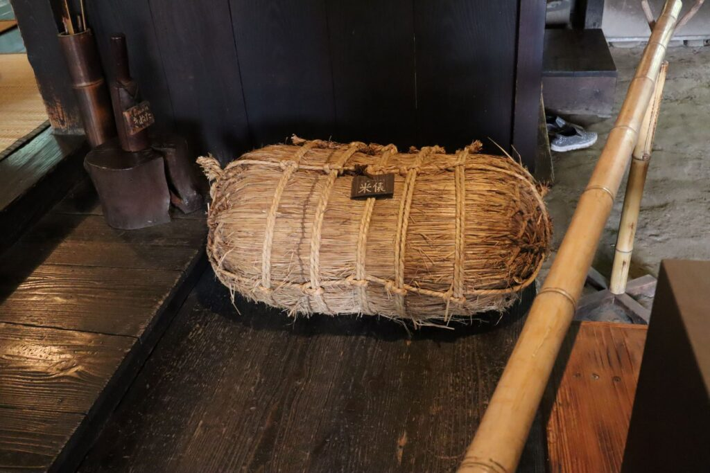 岡本公園民家園の旧長崎家主屋の米俵
