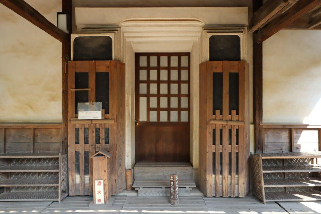 岡本公園民家園の旧浦野家土蔵入口