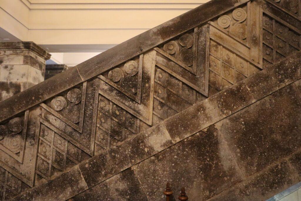 大倉山記念館の階段手すり