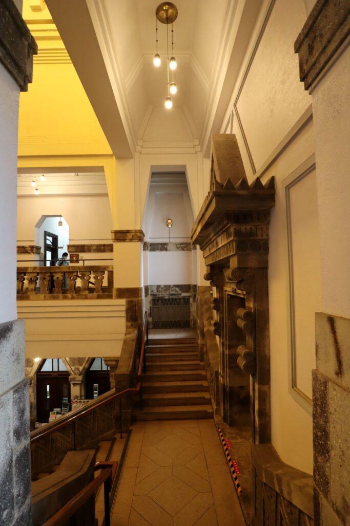 大倉山記念館の階段踊り場