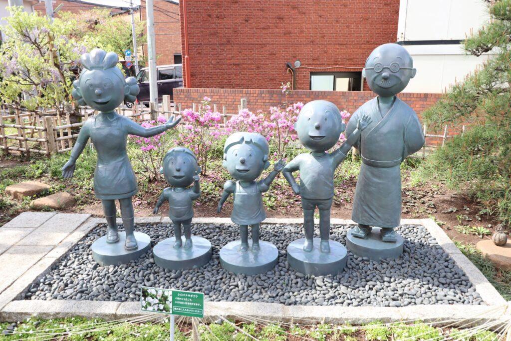 サザエさん公園の磯野一家の銅像