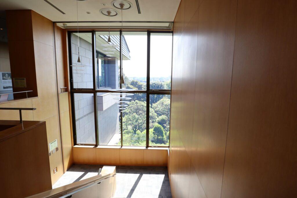 静嘉堂文庫美術館の階段