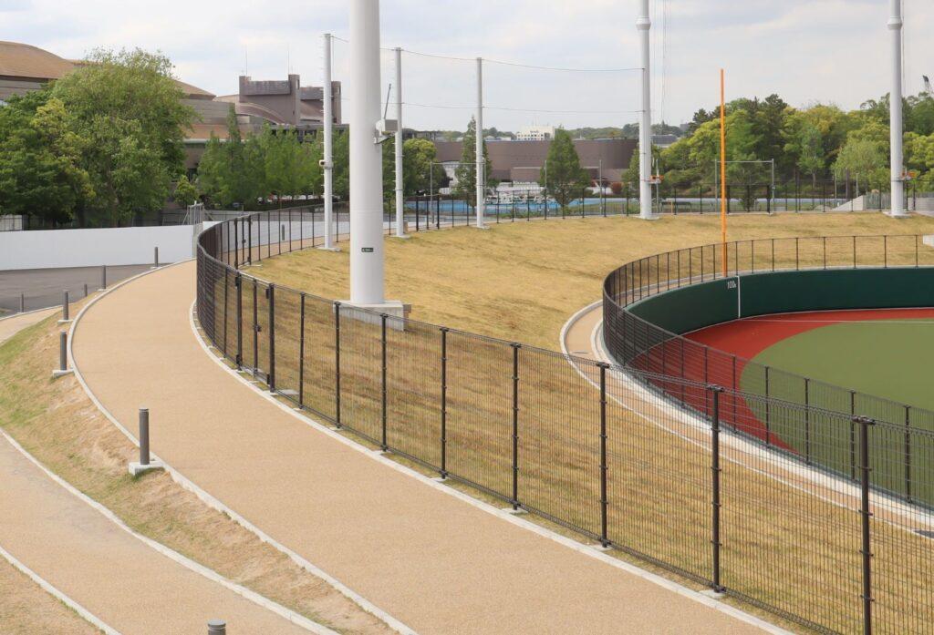 等々力球場の外野側芝生席