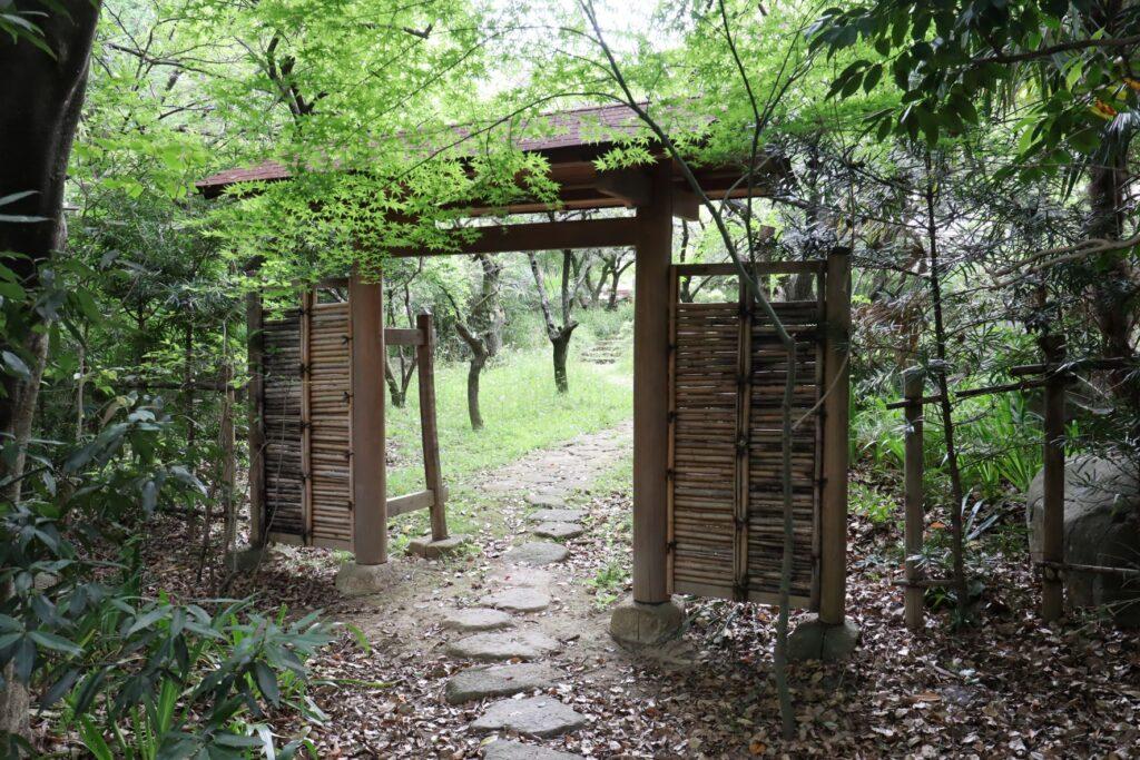 等々力緑地四季園の庭門