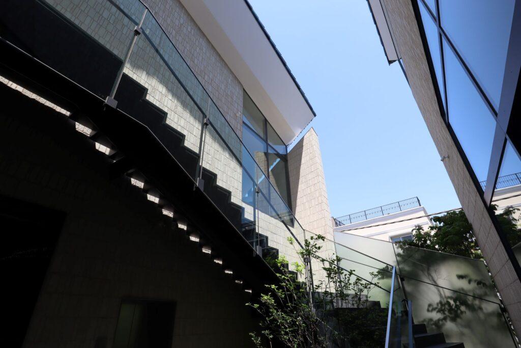 ヨックモックミュージアムの中庭